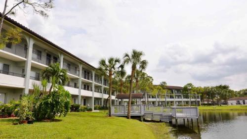 Cameron Cove Apartments Photo 1