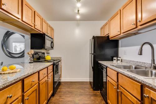 Oak Park City Apartments Photo 1