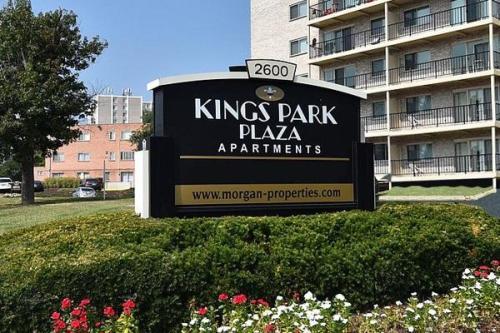 Kings Park Plaza Photo 1