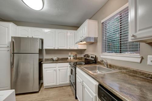 Avia Riverside Apartment Homes Photo 1