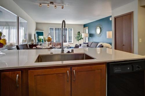 Echo Lake Apartments Photo 1