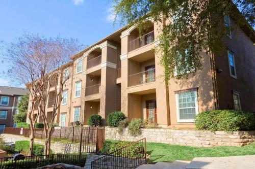 Carlyle Place Apartments Photo 1
