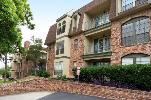 French Place Apartments Photo 1