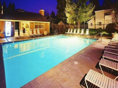 Redwood Park Apartments Photo 1