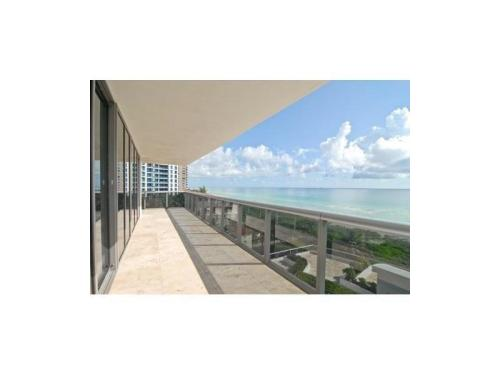 5875 Collins Ave Photo 1