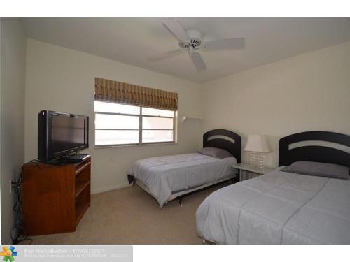 2704 Nassau Bnd #H2 Photo 1