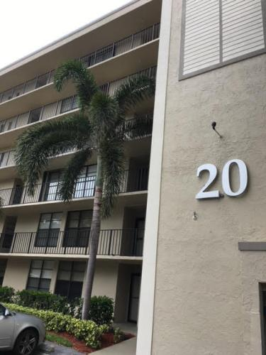 20 Royal Palm Way Photo 1