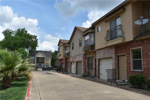 5316 Reiger Avenue Photo 1