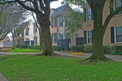 4532 University Boulevard Photo 1