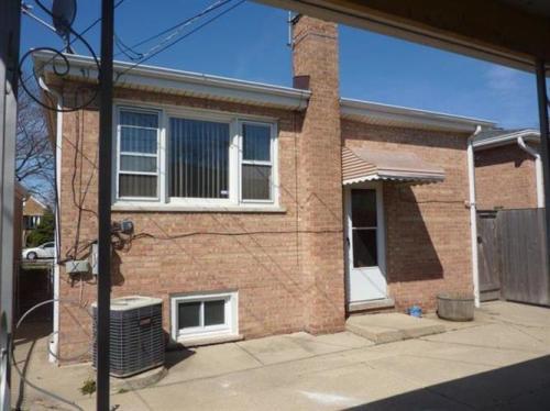 5363 N Mont Clare Avenue Photo 1
