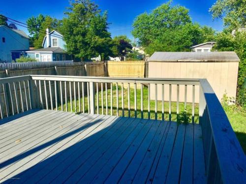 82 Shoreland Terrace Photo 1