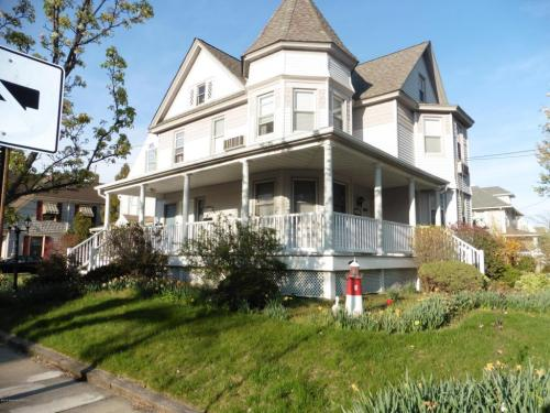 348 River Avenue Photo 1