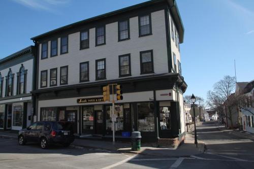 84 Washington Street #2 Photo 1