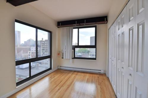 This great 2 bed, 1.50 bath sunny apartment is ... 611 Photo 1