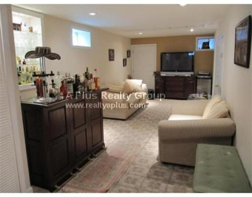 1 bed, $900 114 Photo 1
