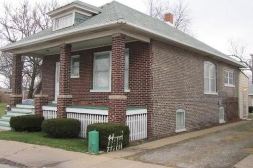 4 bed, $1,375 Photo 1