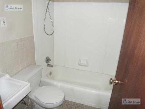 2 bed, $1,475 5012 Photo 1