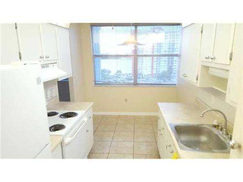 1300 NE Miami Gardens Drive 1013E Photo 1