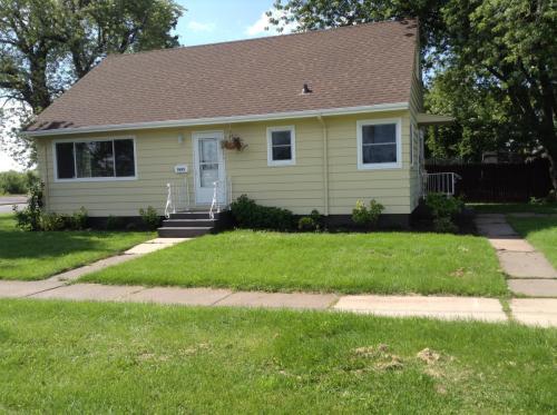 2635 Banks Ave Photo 1