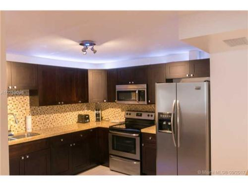 1800 W Collins Avenue #5A Photo 1
