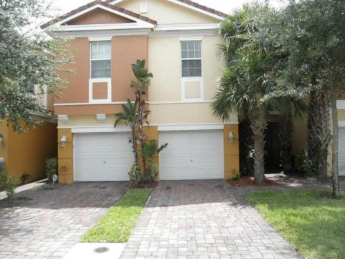 894 Pipers Cay Drive Photo 1