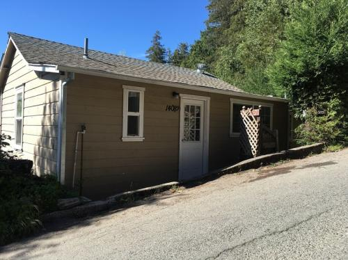 14082 Woodland Drive Photo 1