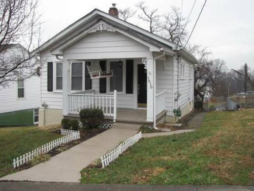 1610 Gladstone Avenue SE Photo 1